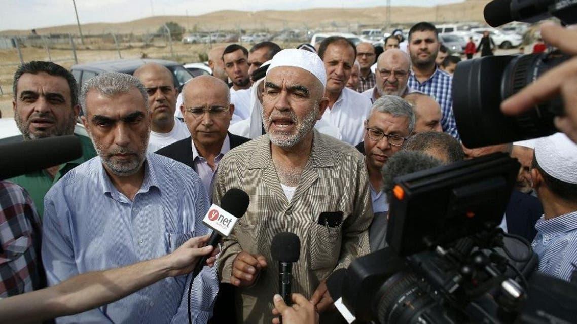 Israeli Arab Mulsim leader Sheikh Raed Salah (C) arrives at the Eshel prison in the Israeli city of Beer Sheba to begin a nine-month prison sentence for incitement to violence, on May 8, 2016 (AFP)