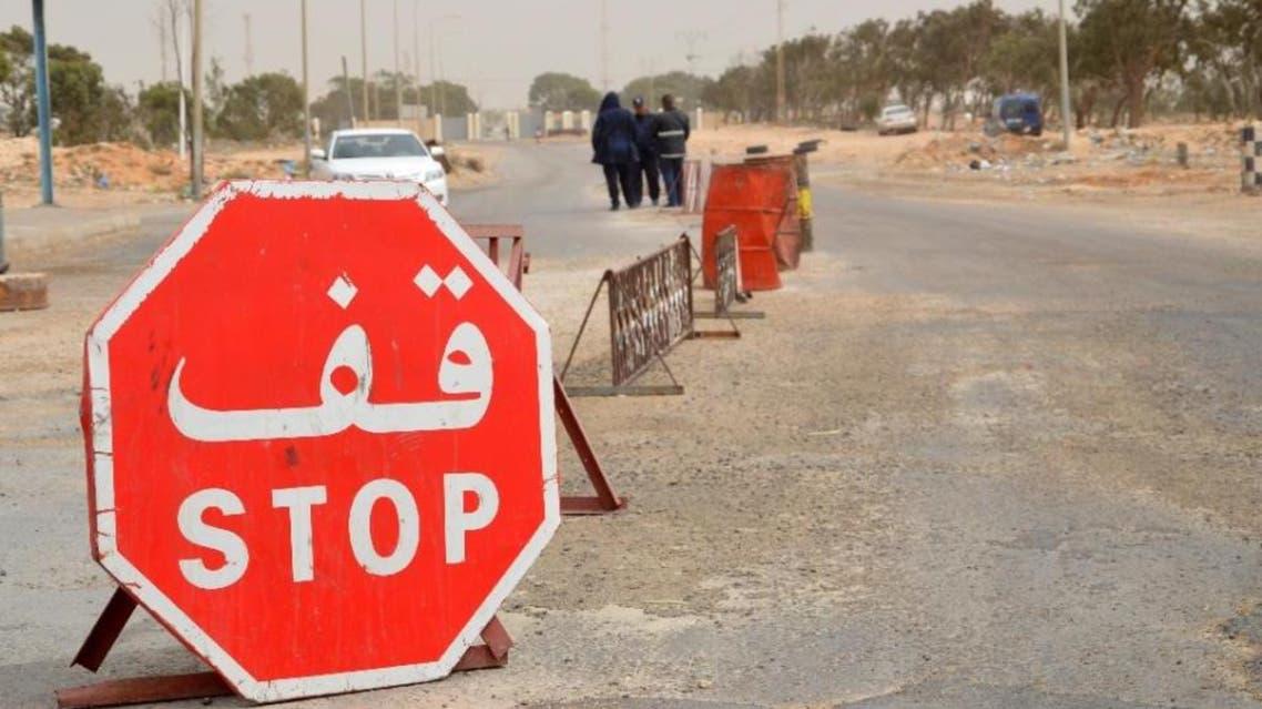 Tunisian security forces stand guard near the Ras Jedir border crossing with Libya near Ben Guerdane on March 22, 2016 (AFP Photo/Fathi Nasri)