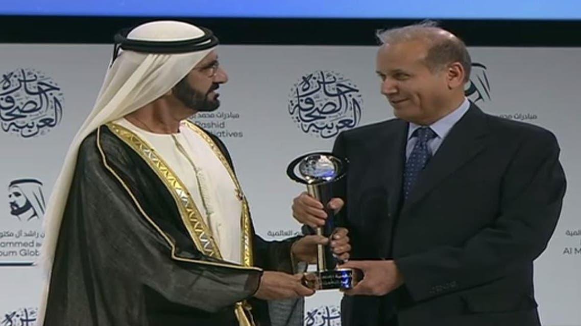 Abdulrahman Al-Rashed honored with the award by UAE Vice President and Dubai Ruler Sheikh Mohammed bin Rashid. (AMF)