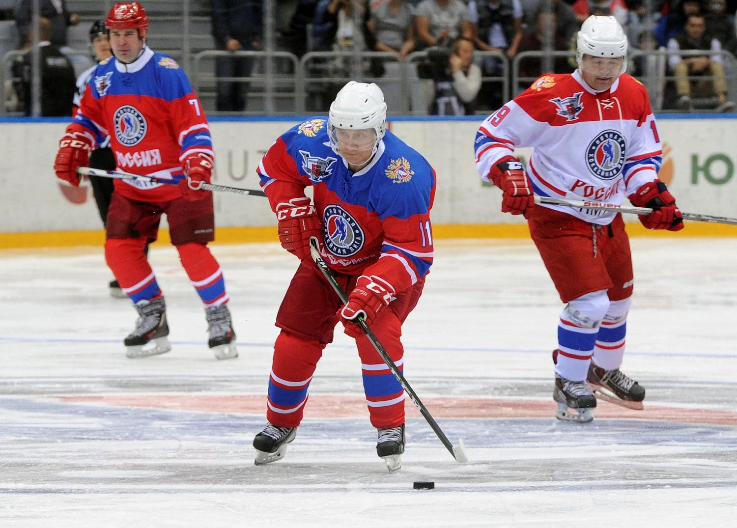 Russian President Putin takes part in gala game of the Night Ice Hockey League in Sochi. (Reuters)