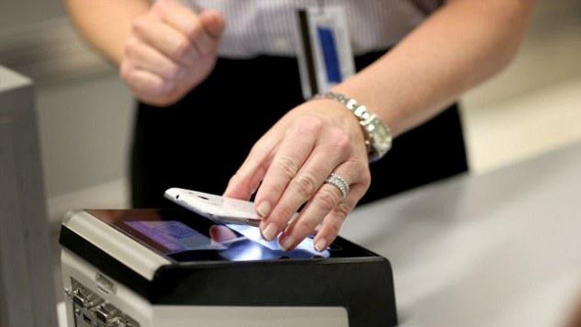 الهاتف الذكي بديلا عن جواز السفر للمرور عبر المطارات