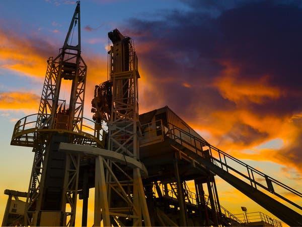 النفط يتخطى حاجز 50 دولاراً للمرة الأولى في 7 أشهر