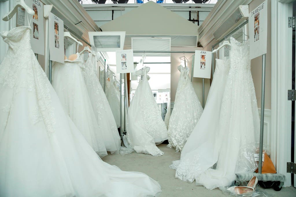 e90f7f728 تابعوا معنا فيما يلي كواليس عرض فساتين زفاف طوني ورد للعام 2017 الذي جرى في  أشهر متجر لبيع فساتين الزفاف في العالم.