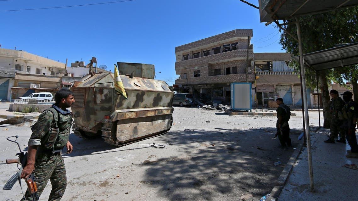 عناصر من وحدات حماية الشعب الكردية في القامشلي في الحسكة