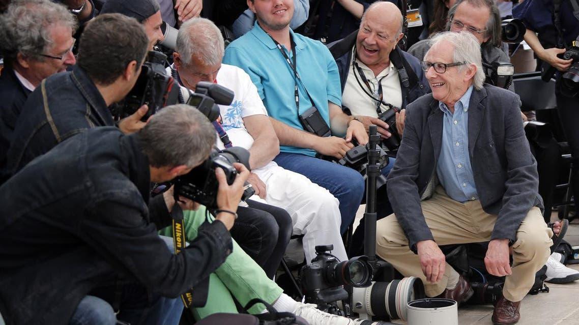 مخرج مشهور يوقظ مصورا غفا خلال مهرجان كان