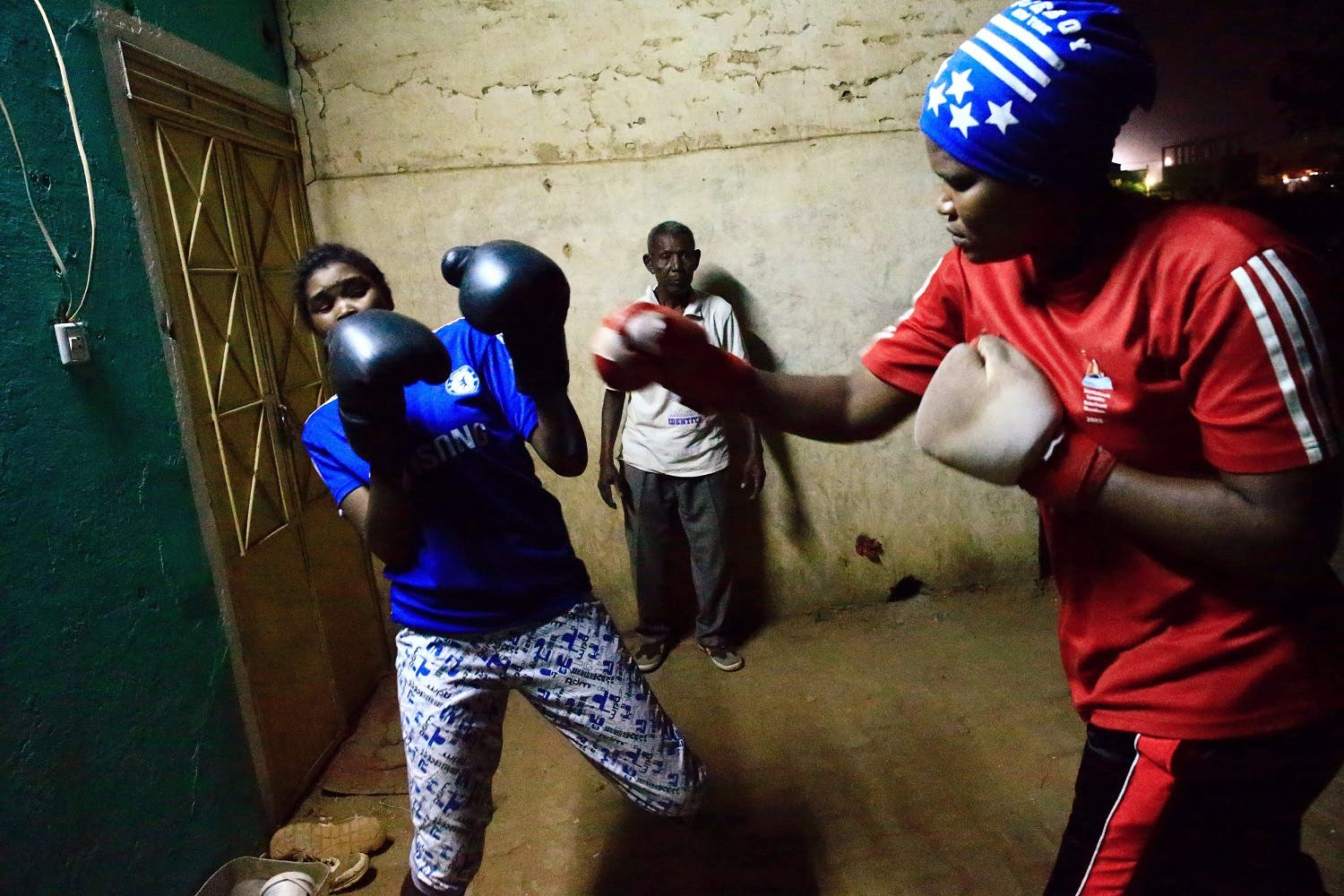 Sahar Mohamed Al Dooma (R), 26, challenges Saraa Mutawkil, 18, during boxing practice at Al Rabie club in Omdurman May 10, 2016. REUTERS