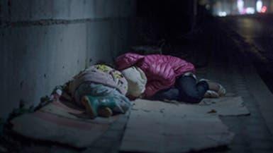 بالصور.. أين ينام أطفال اللاجئين السوريين؟