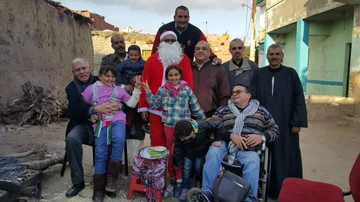 سكان القرية خلال احتفال برأس السنة