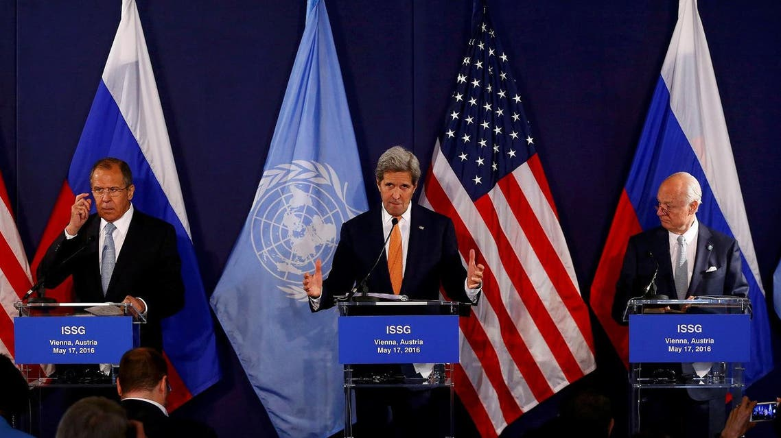 Kerry speaks next to Russian Foreign Minister Lavrov and UN special envoy on Syria de Mistura during a news conference in Vienna. (Reuters)
