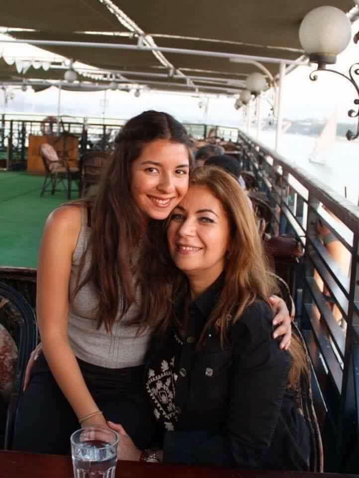 ميرفت مع ابنتها