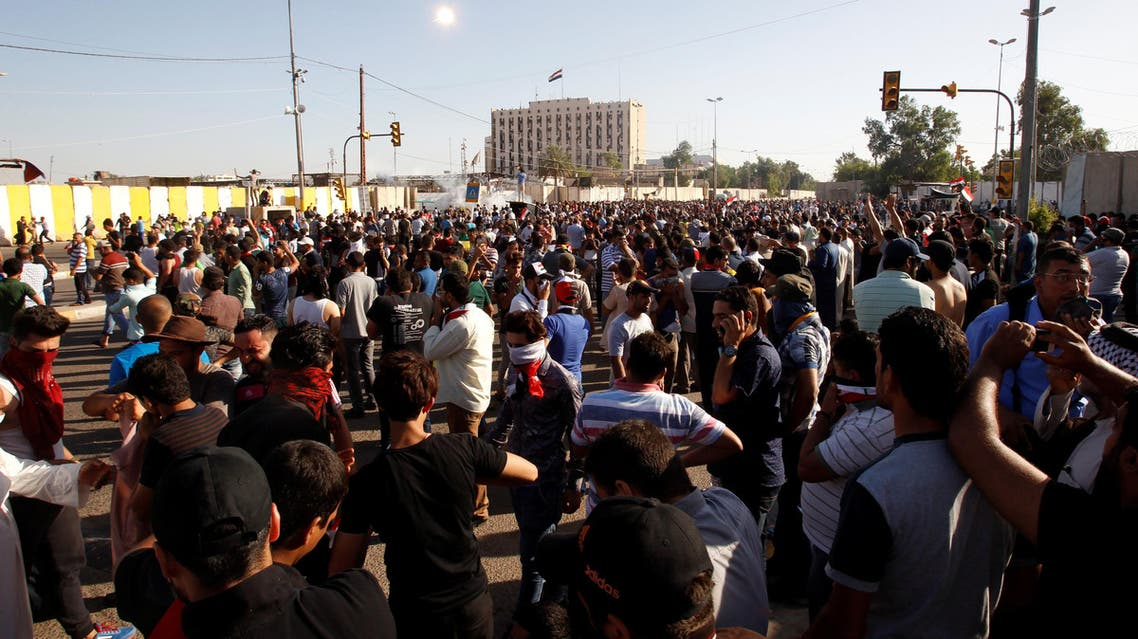 anti government protesters stom baghdad