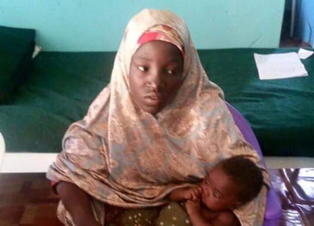 أمينة مع طفلها ت تلميذات بوكو حرام