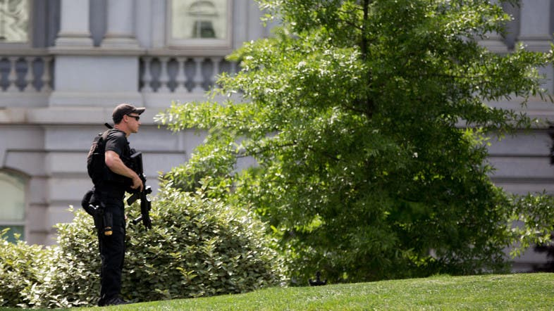 A Secret Service Agent Stands On The North Lawn Of The White House In  Washington, Friday, May 20, 2016, After The White House Was Placed On  Security Alert ...
