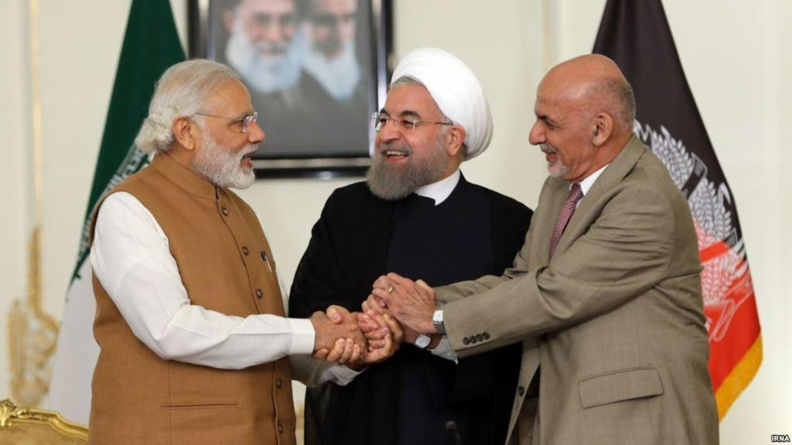 من اليمين الرئيسان الأفغاني والايراني ورئيس الوزراء الهندي
