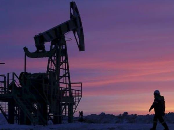 """تخمة المعروض تفاقم """"آلام"""" النفط لما دون الـ45 دولارا"""