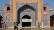 Fading splendor of Pakistani Mughal mosque