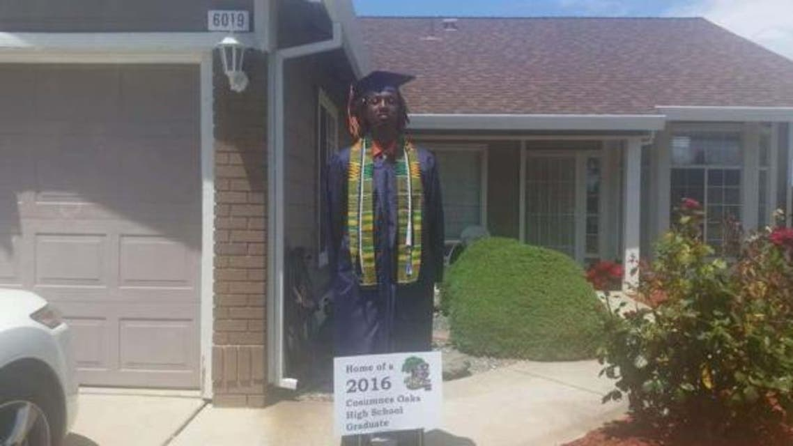 Nyree Holmes that he wore the decorative cloth atop his graduation robes to have something with him that represented his culture. (via Twitter)