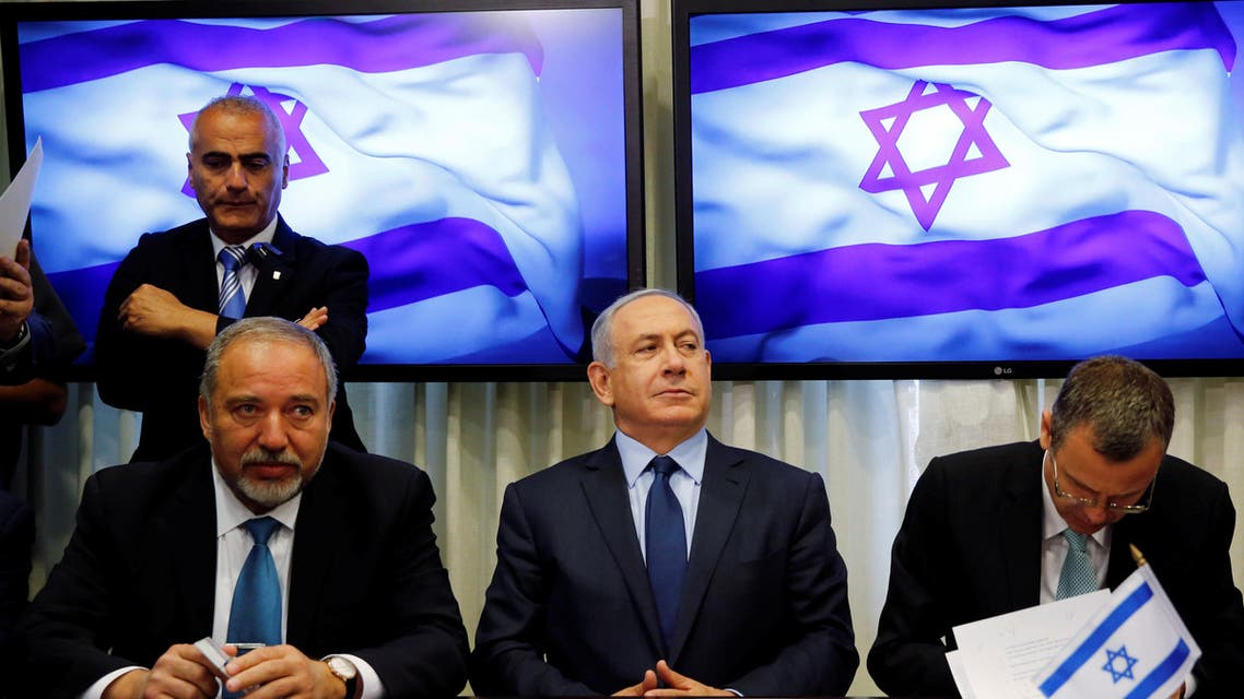 Avigdor Lieberman, head of far-right Yisrael Beitenu party, (L) sits next to Israeli Prime Minister Benjamin Netanyahu (C) as they sign a coalition deal to broaden the government's parliamentary majority, at the Knesset, the Israeli parliament in Jerusalem May 25, 2016