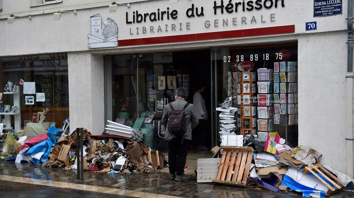 A devastated bookstore in Montargis, some 130 kilometers south of Paris, following floods caused by heavy rainfalls (Photo: Alain Jocard/AFP)