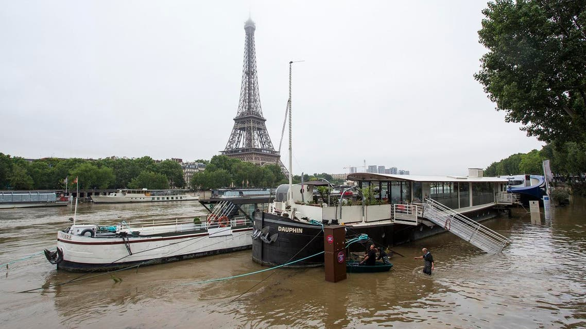 Boats on the river Seine in front of the Eiffel tower, after the banks of the river have been flooded following heavy rainfalls in Paris (Photo: Geoffroy Van der Hasselt / AFP)