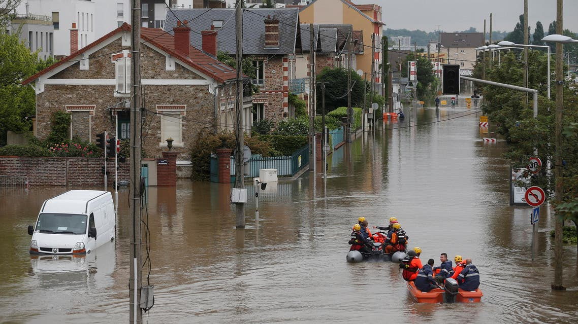 "Rescue workers from the French ""Securite Civile"" on small boats attend an evacuation operation for residents of the edge of the Seine River in Juvisy-sur-Orge, near Paris, France, June 3, 2016 after days of almost non-stop rain caused flooding in the country. REUTERS/Christian Hartmann"