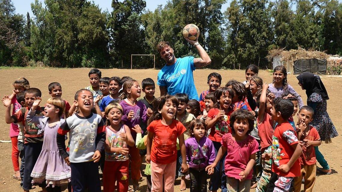 ريكي مارتن مع أطفال سوريا في لبنان