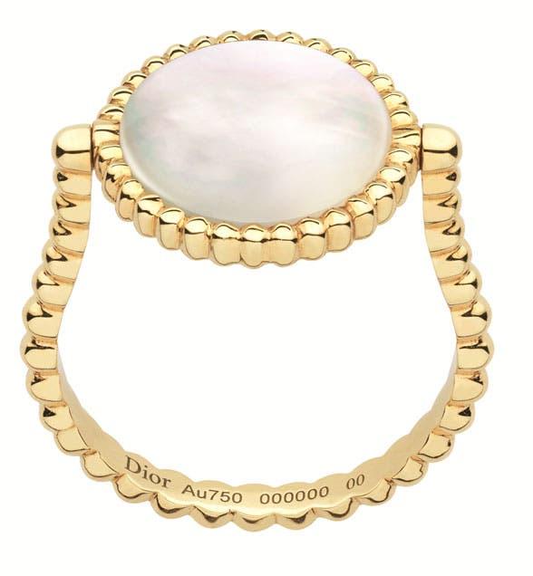 خلفية الخاتم المصنوع من الذهب الأصفر عرق اللؤلؤ والألماس