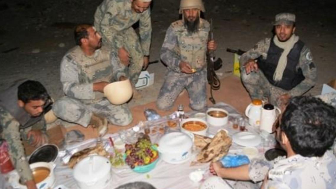 إفطار الجنود المرابطين على حدود اليمن