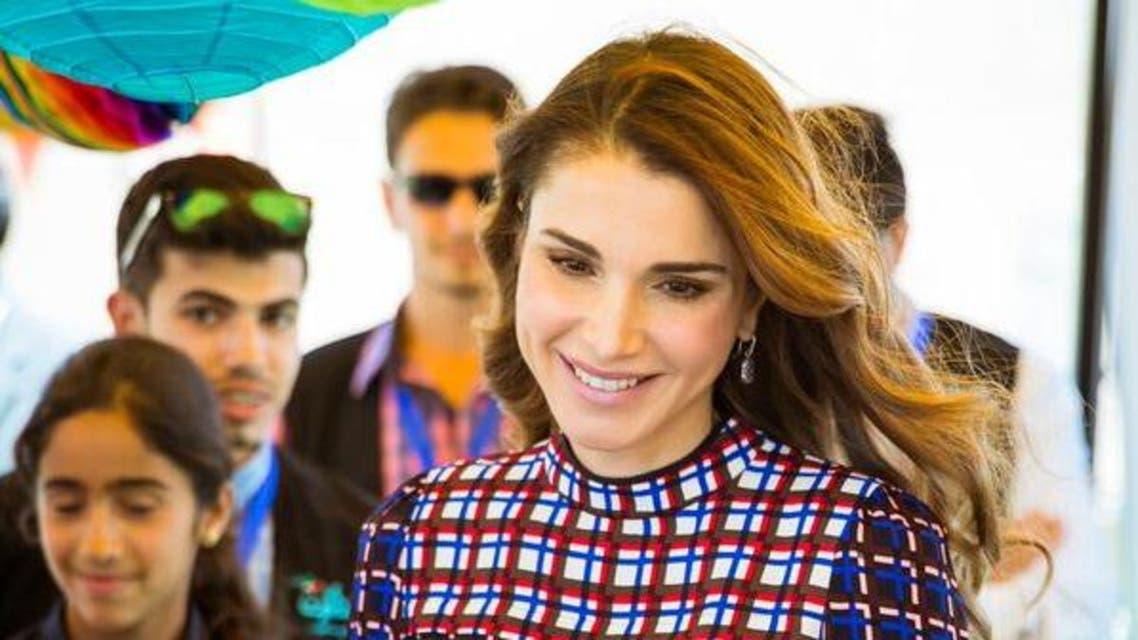 """الملكة رانيا تلتقي متطوعي جمعية """"مجدّدون"""" الخيرية"""