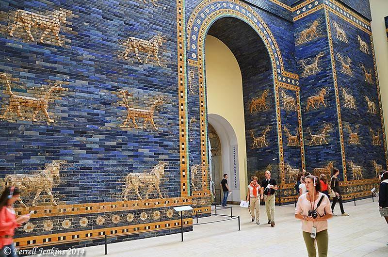بوابة بابل بعد إعادة بنائها