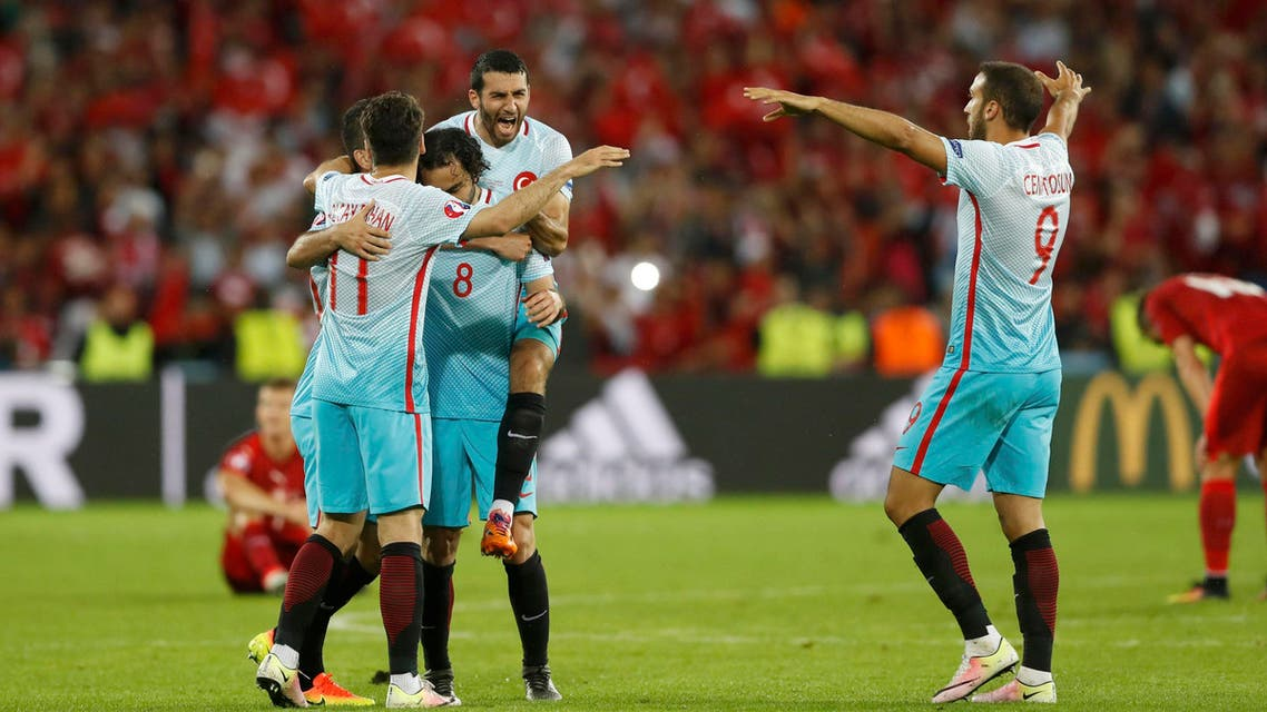 Euro 2016: Turkey beat Czechs to stay in last-16 contention  (reuters)