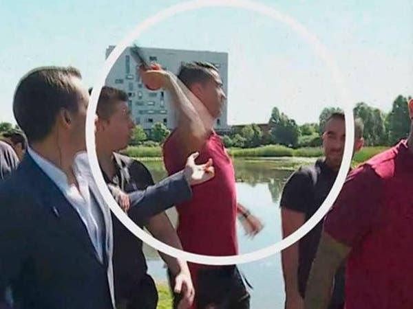 بالفيديو رونالدو يفقد أعصابه ويرمي مذياع مراسل في الماء