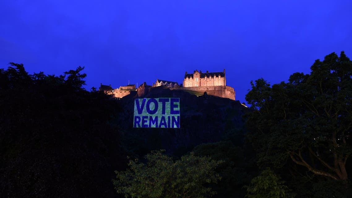 """Edinburgh Castle rock is illuminated with a sign to """"Vote Remain"""" in a show of support for the campaign to remain in Europe ahead of Thursday's EU Referendum in Scotland. (Reuters)"""