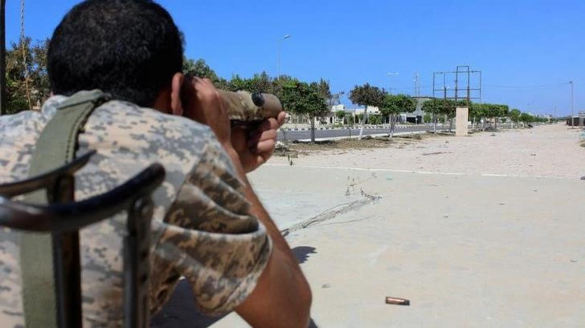 مقاتل من القوات الموالية لحكومة الوفاق الوطني في سرت - رويترز