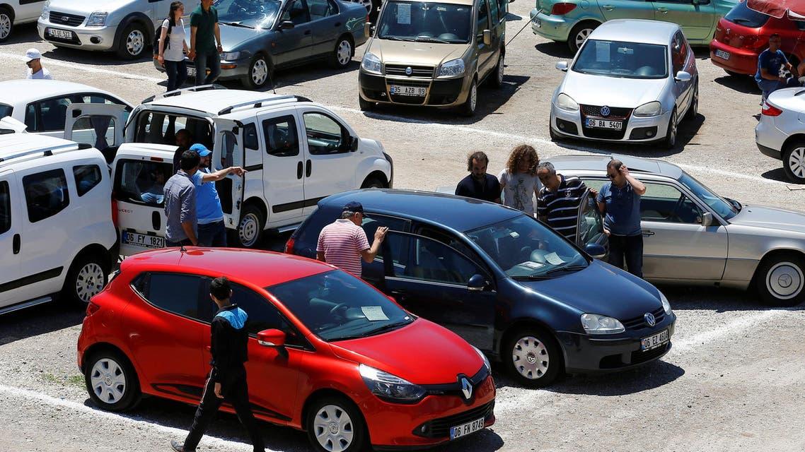Customers walk amongst cars in an open air market in Ankara, Turkey, June 12, 2016. (Reuters)