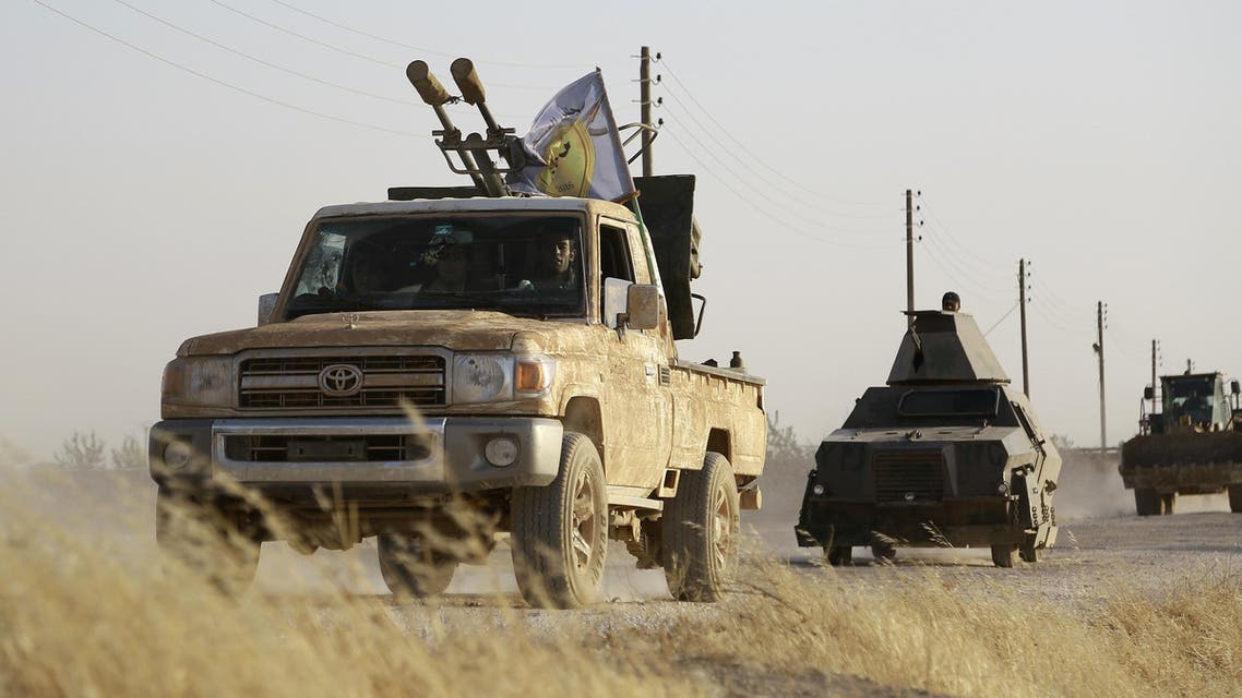 US-backed Kurdish and Arab fighters advance into the Islamic State (IS) jihadist's group bastion of Manbij, in northern Syria, on June 23, 2016. AFP