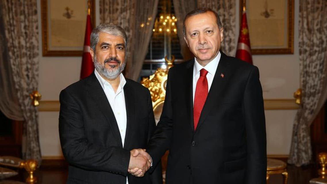 Political Palestinian Hamas leader Khaled Mashal (L) and Turkish President Recep Tayyip Erdogan (R) shake hands hands during their meeting in Istanbul. (File photo: AFP)
