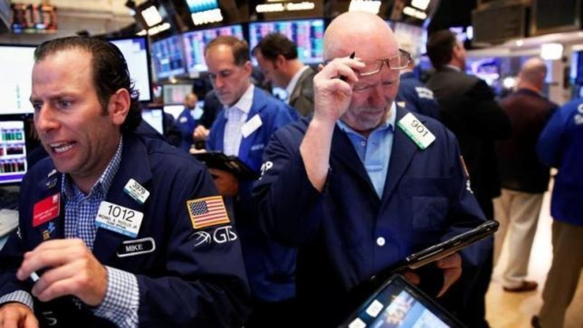 Traders work on the floor of the New York Stock Exchange (NYSE) in New York, U.S., June 24, 2016.  reuters