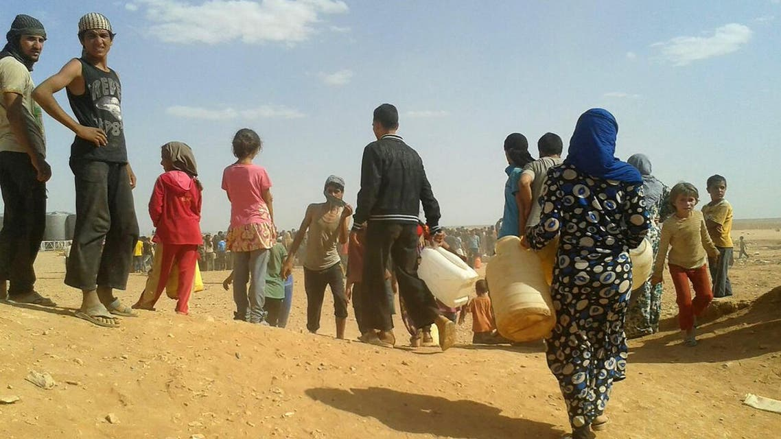 Syrian refugees gather for water at the Rukban refugee camp in Jordan's northeast border with Syria (Photo: AP)