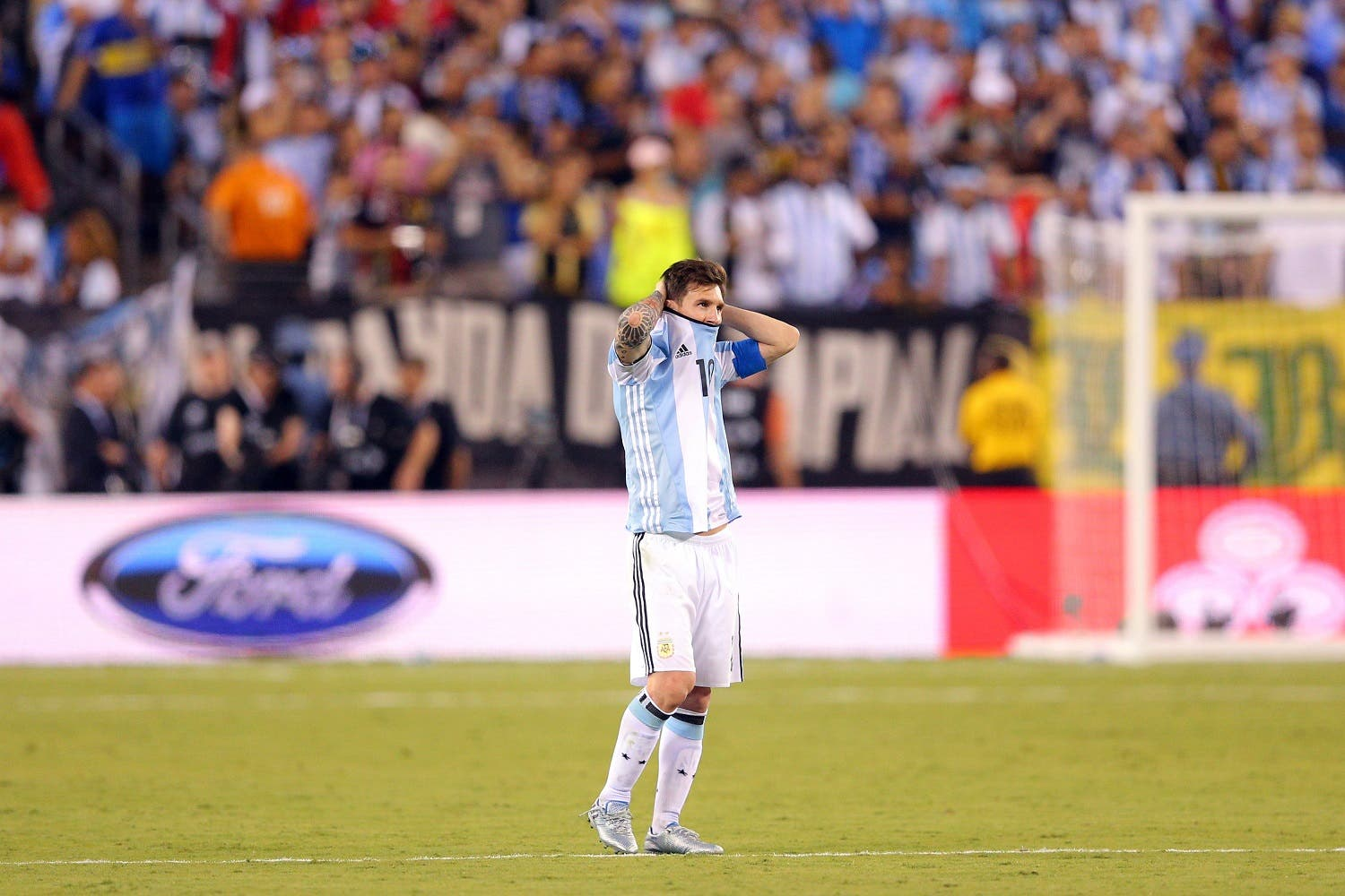Argentina midfielder Lionel Messi (10) reacts during penalty kicks of the championship match of the 2016 Copa America Centenario soccer tournament against Chile at MetLife Stadium. (USA TODAY Sports)