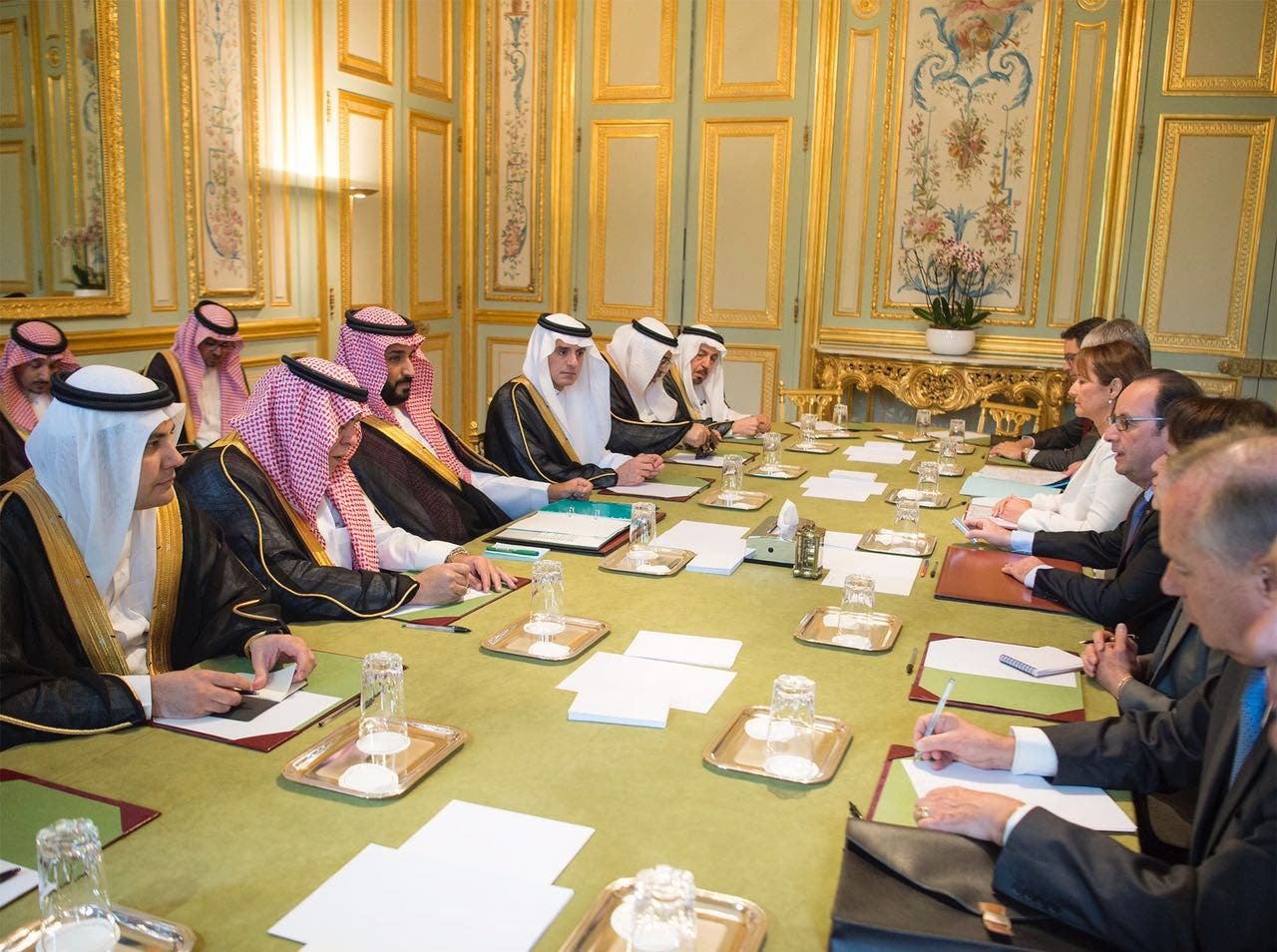 Saudi Deputy Crown Prince Mohammed bin Salman meets with French President Francois Hollande at the Élysée Palace. (Supplied)