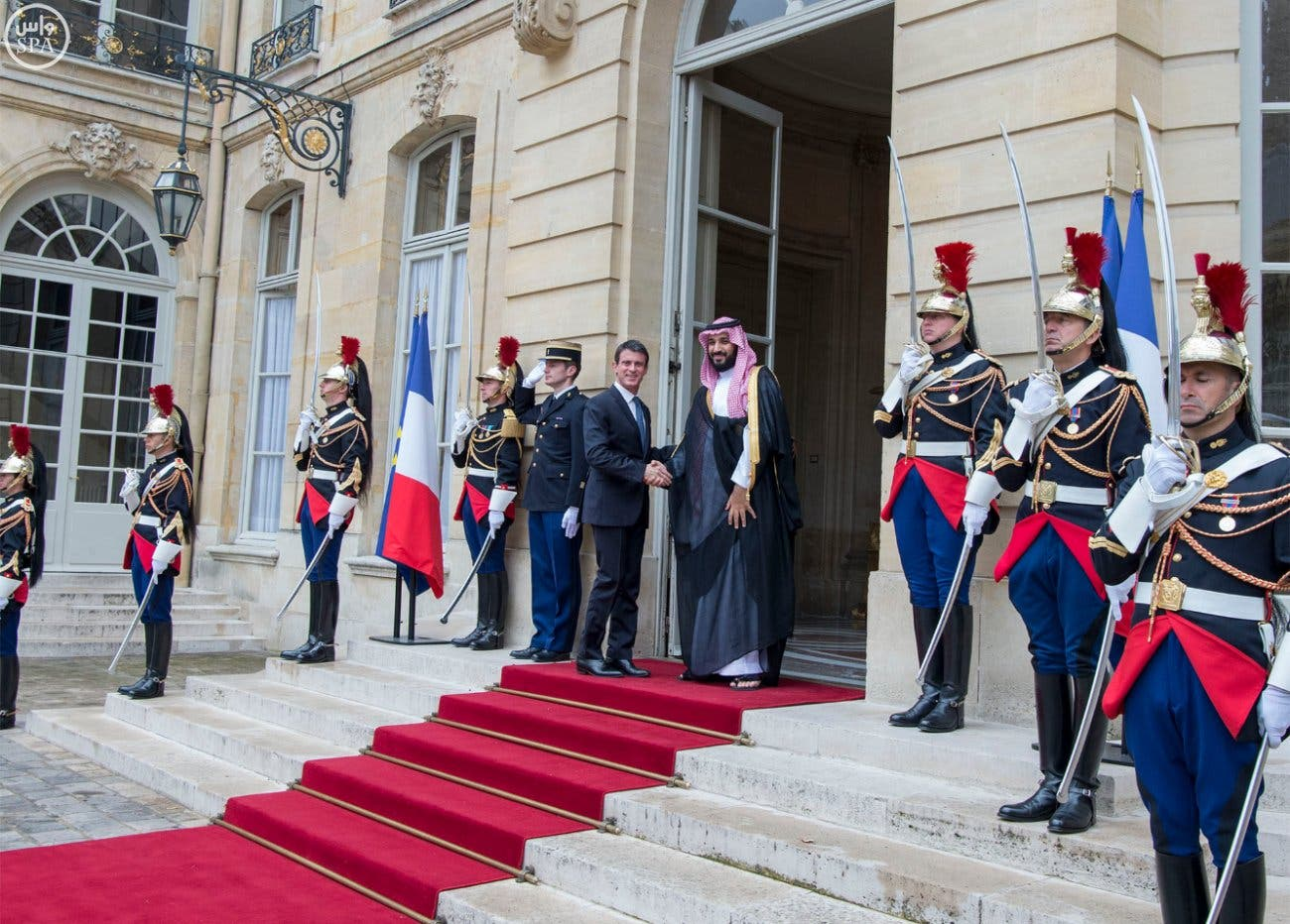 Saudi Deputy Crown Prince Mohammed bin Salman met with French Prime Minister Manuel Valls at the government headquarters. (SPA)