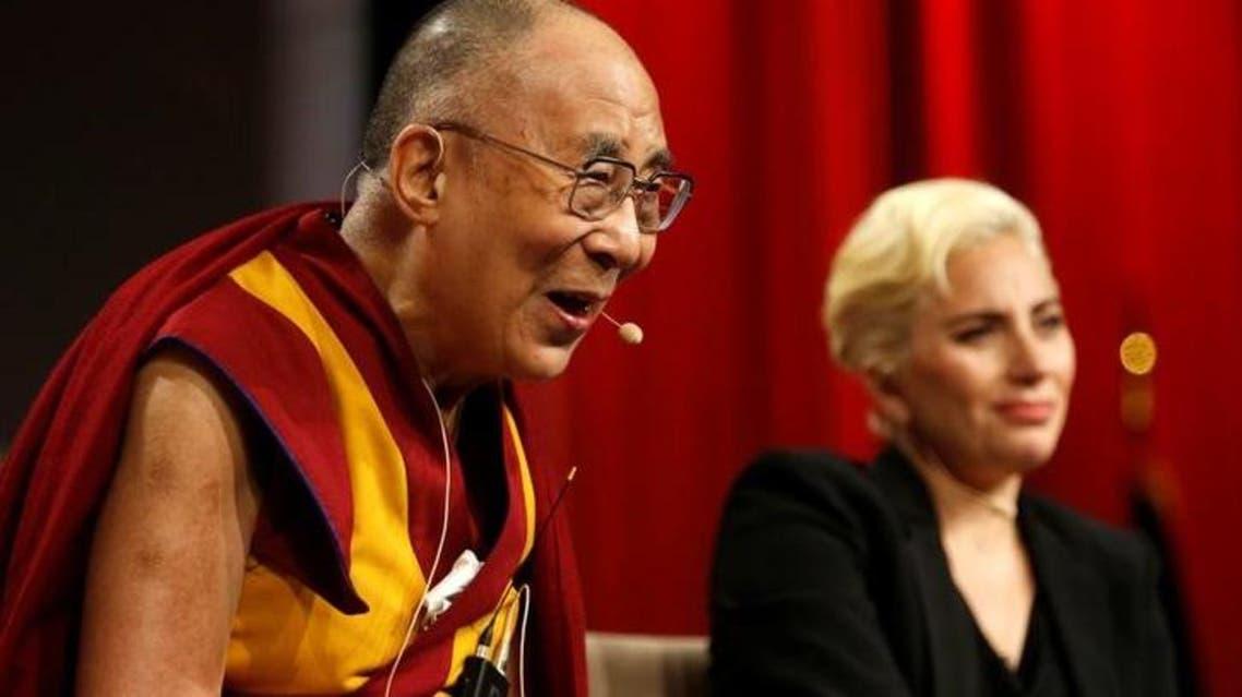 نجمة البوب الأميركية ليدي غاغا أثناء اللقاء مع الزعيم الروحي للتبت المنفي الدالاي لاما في أنديانابوليس - رويترز