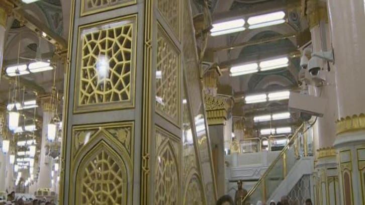 مسجد نبوی میں نمازیوں کی ایک محراب پر یکجائی