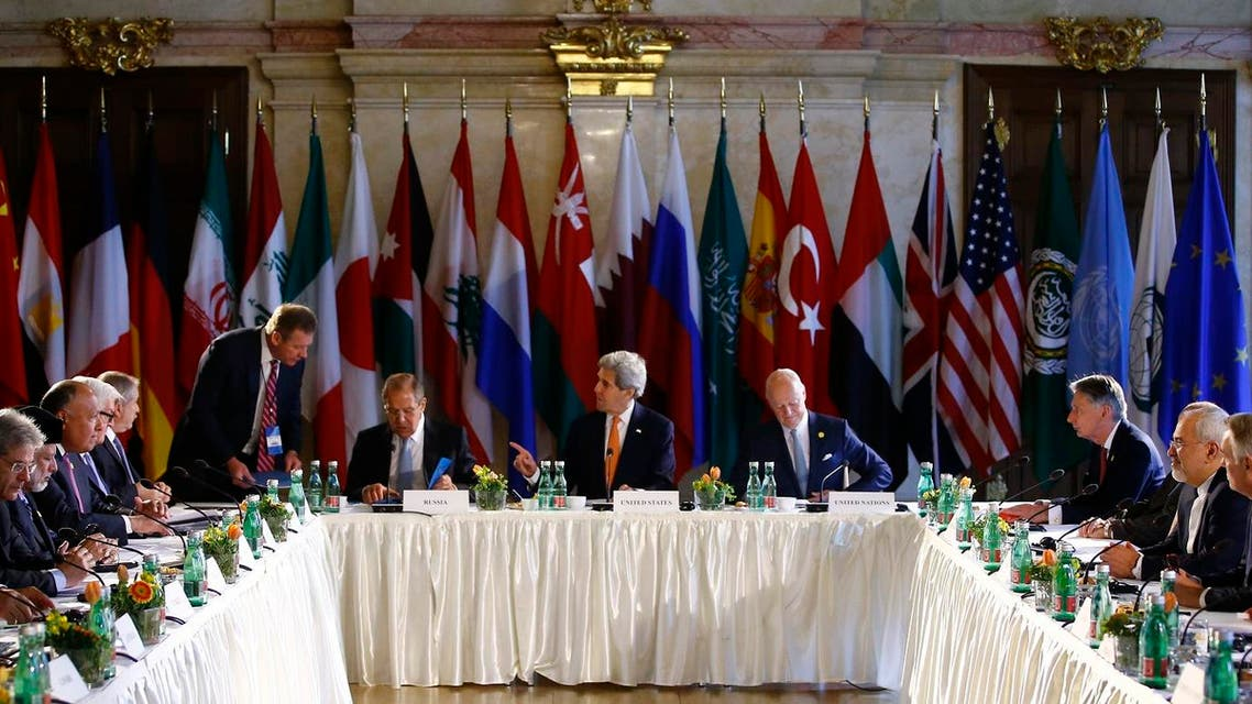 Russian Foreign Minister Sergei Lavrov (L), U.S. Secretary of State John Kerry (C) and United Nations special envoy on Syria Staffan de Mistura (R) attend the ministerial meeting on Syria in Vienna, Austria, May 17, 2016. REUTERS/Leonhard Foeger