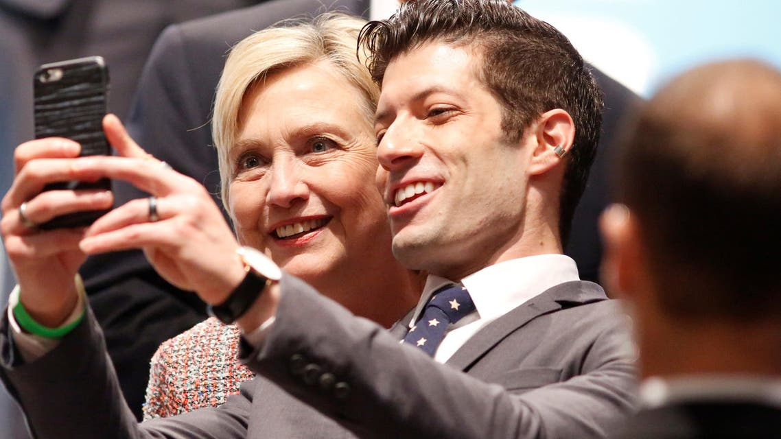 Democratic Presidential Candidate Hillary Clinton poses for a selfie at a town hall discussion with digital content creators in Los Angeles, California, U.S. June 28, 2016. (Reuters)
