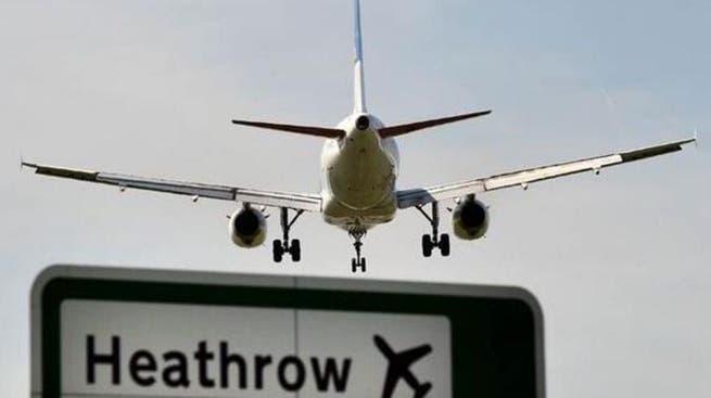 روسيا تمدد قرار حظر الرحلات إلى بريطانيا حتى الأول من يونيو