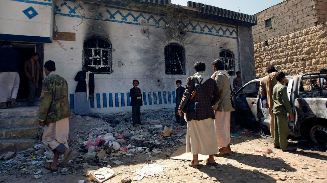 Yemenis look at a building damaged during a police raid on a hideout of al-Qaida militants in Arhab region, north of Sanaa, Yemen. (File photo: AP)