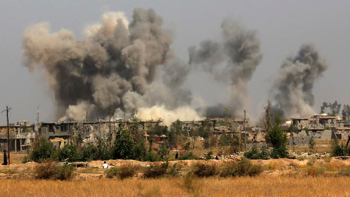 Smoke rises after an airstrike by US-led coalition warplanes as Iraqi security forces advance towards Shuhada neighborhood of Fallujah to retake the city from ISIS, in Iraq, on Friday, June 3, 2016 (Photo: AP)