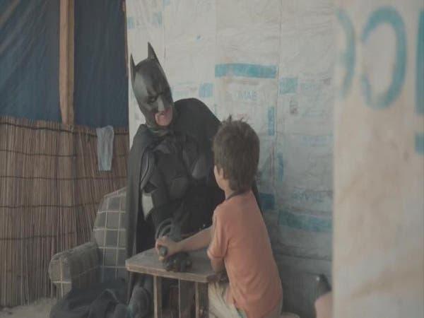 """فانتازيا للهروب من الواقع.. """"باتمان"""" مع أطفال اللجوء"""